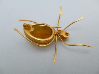10/9 Russian Hallmark on Gold Brooch