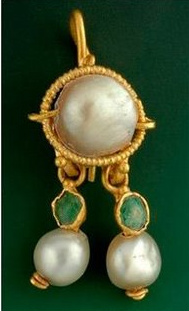 ancient-pearl-earring