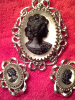 Antique Costume Jewelry Cameo Brooch And Earring Set