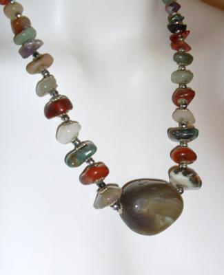 STRIKING SCOTTISH AGATE NECKLACE