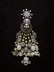 Costume Jewelry -Christmas Tree Brooch
