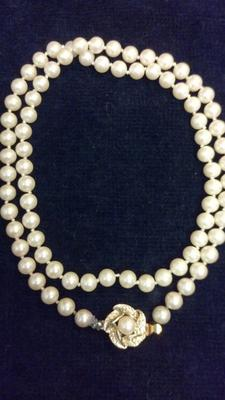 Necklace (cream coloured)