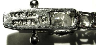 close up of the back of the clasp