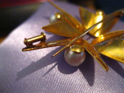 Beautiful gold and cultured pearlbrooch