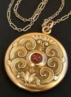 roccoco locket