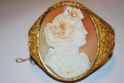 Cameo front view
