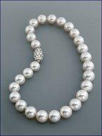 MIKIMOTO cultured pearl necklace