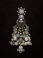 Costume Jewelry -Christmas Tree Brooch